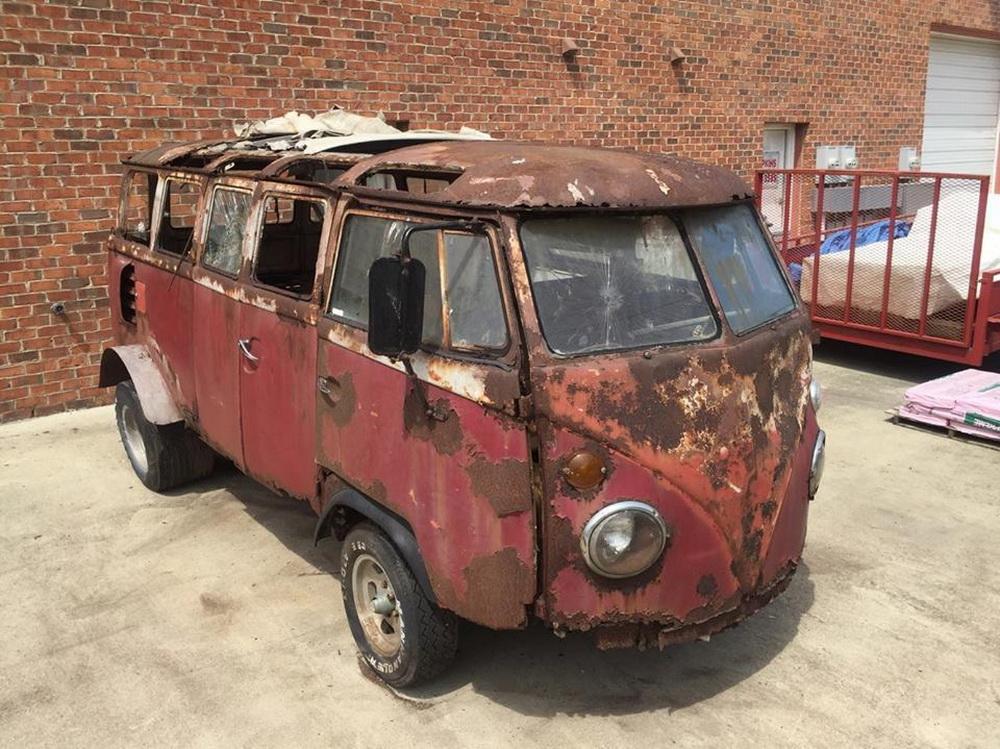 Rusty Volkswagen Bus 1963 for sale (7)
