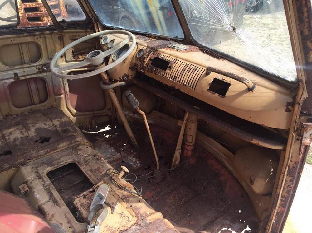 Rusty Volkswagen Bus 1963 for sale (8)