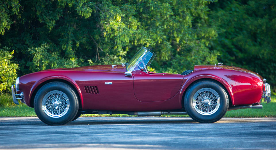 Shelby-Cobra-Roadster-2
