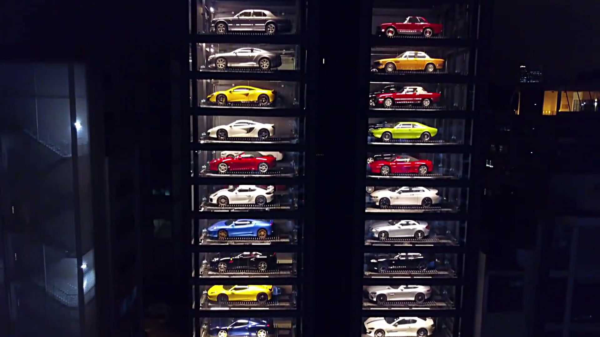 singapores-supercar-vending-machine (2)