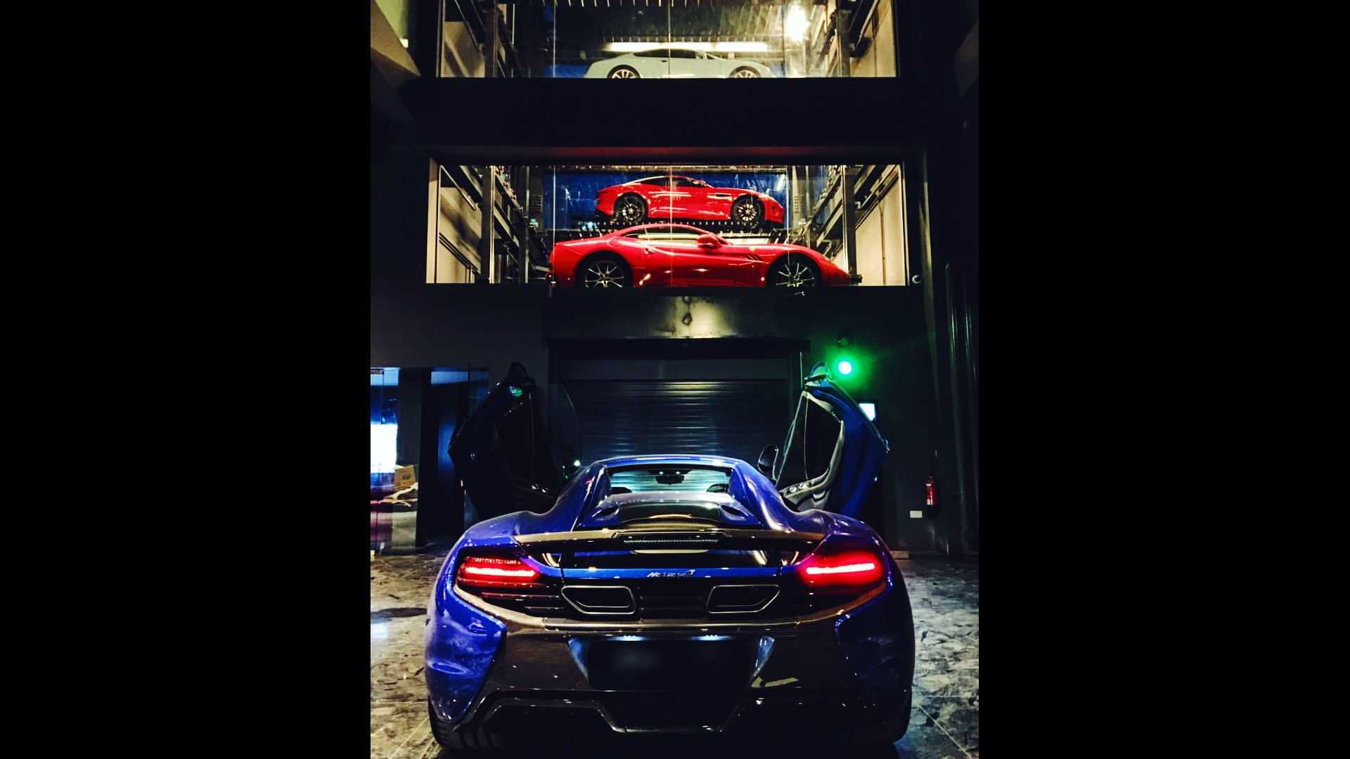 singapores-supercar-vending-machine (6)