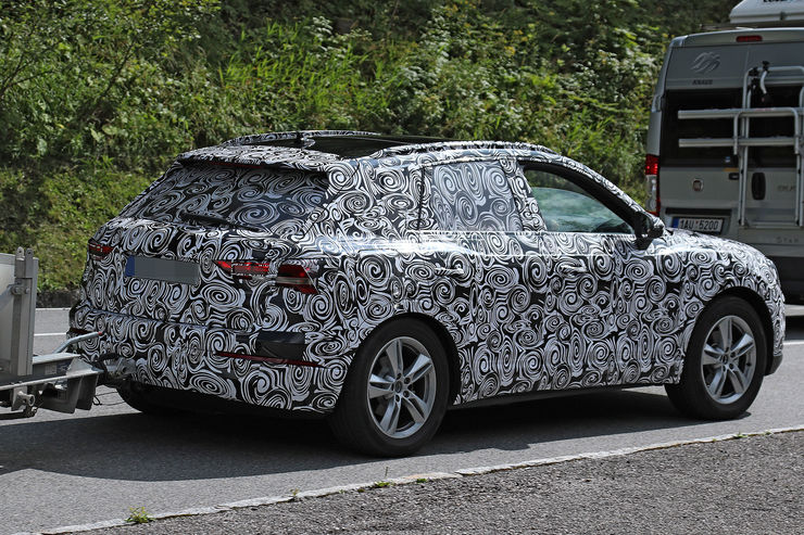 Spy_Photos_2018_Audi_Q3_03
