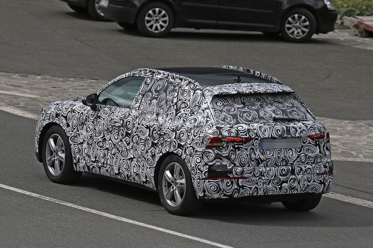 Spy_Photos_2018_Audi_Q3_12