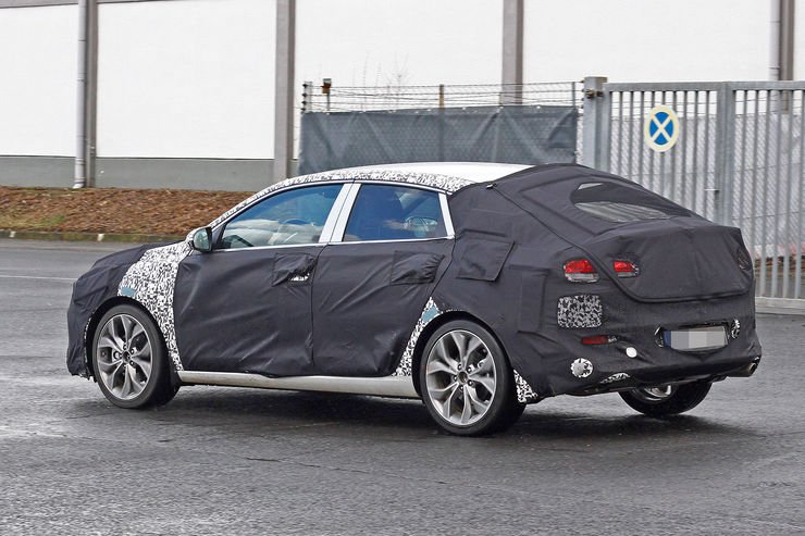 Spy_Photos_Hyundai_i30_Fastback_01
