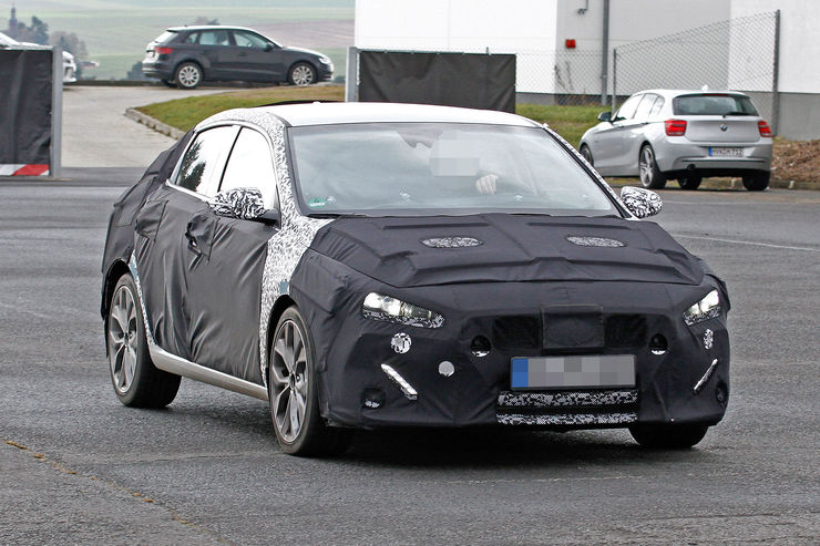 Spy_Photos_Hyundai_i30_Fastback_06