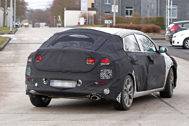 Spy_Photos_Hyundai_i30_Fastback_09