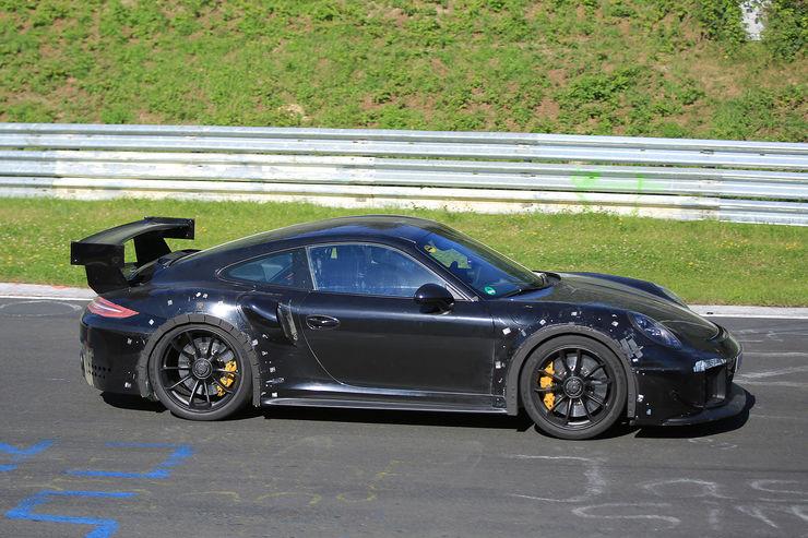 Porsche_911_GT2_RS_01