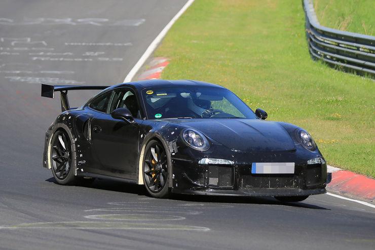 Porsche_911_GT2_RS_02