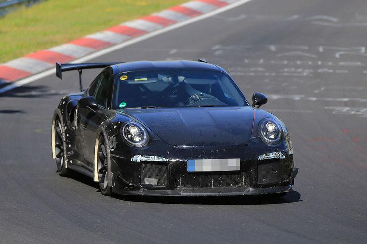 Porsche_911_GT2_RS_03