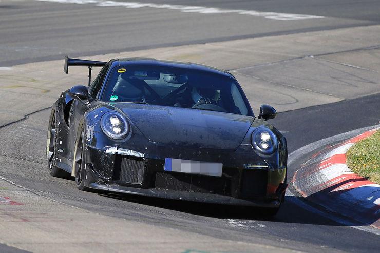 Porsche_911_GT2_RS_04