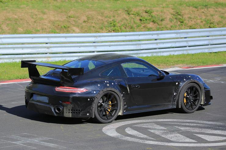 Porsche_911_GT2_RS_07