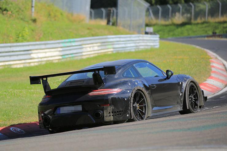 Porsche_911_GT2_RS_08