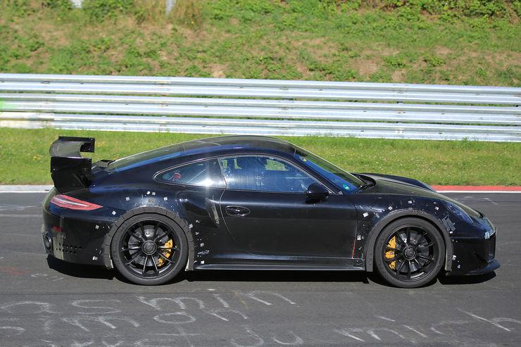 Porsche_911_GT2_RS_09