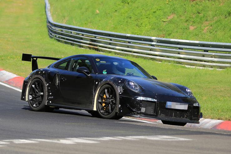 Porsche_911_GT2_RS_12