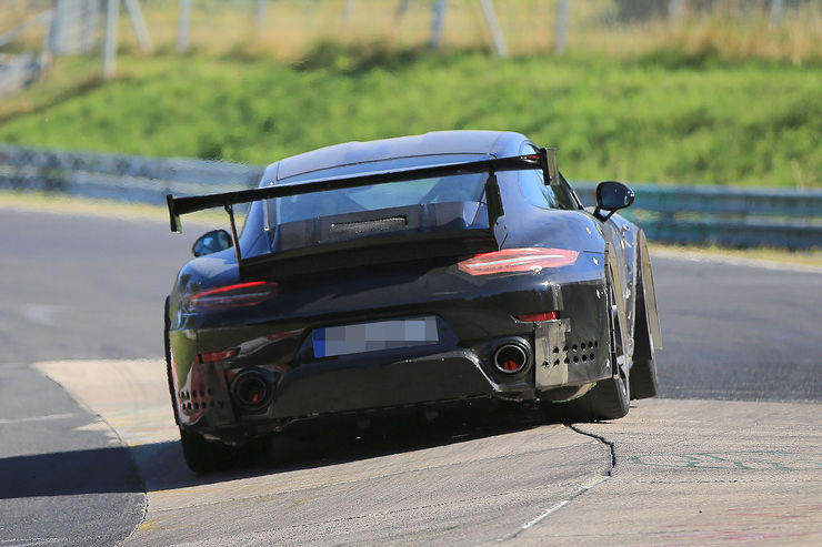 Porsche_911_GT2_RS_13