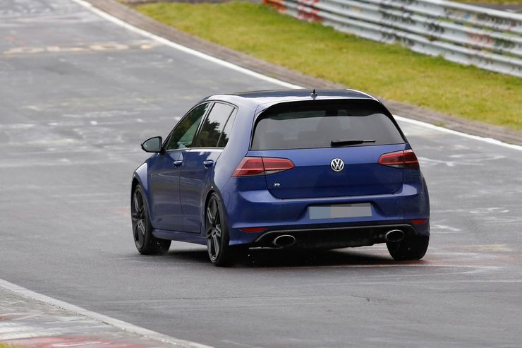 Spy_Photos_Volkswagen_Golf_R420_0004