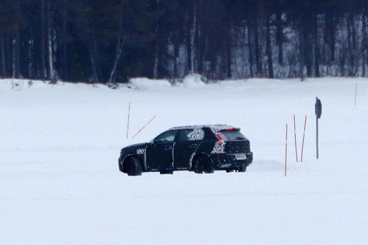 Spy_Photos_Volvo_XC40_06