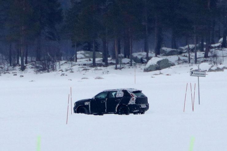 Spy_Photos_Volvo_XC40_11