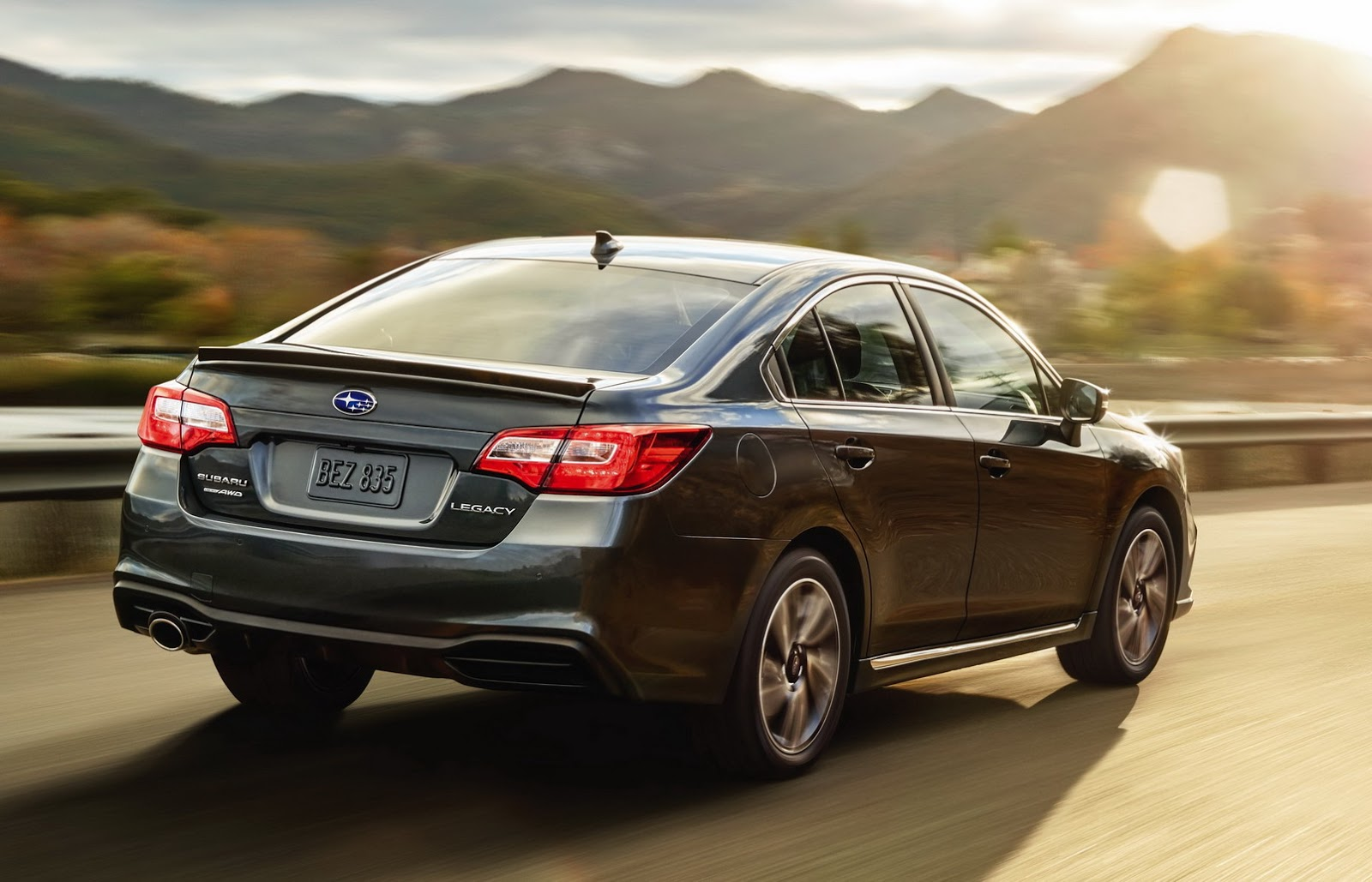 Subaru Legacy 2018 (14)