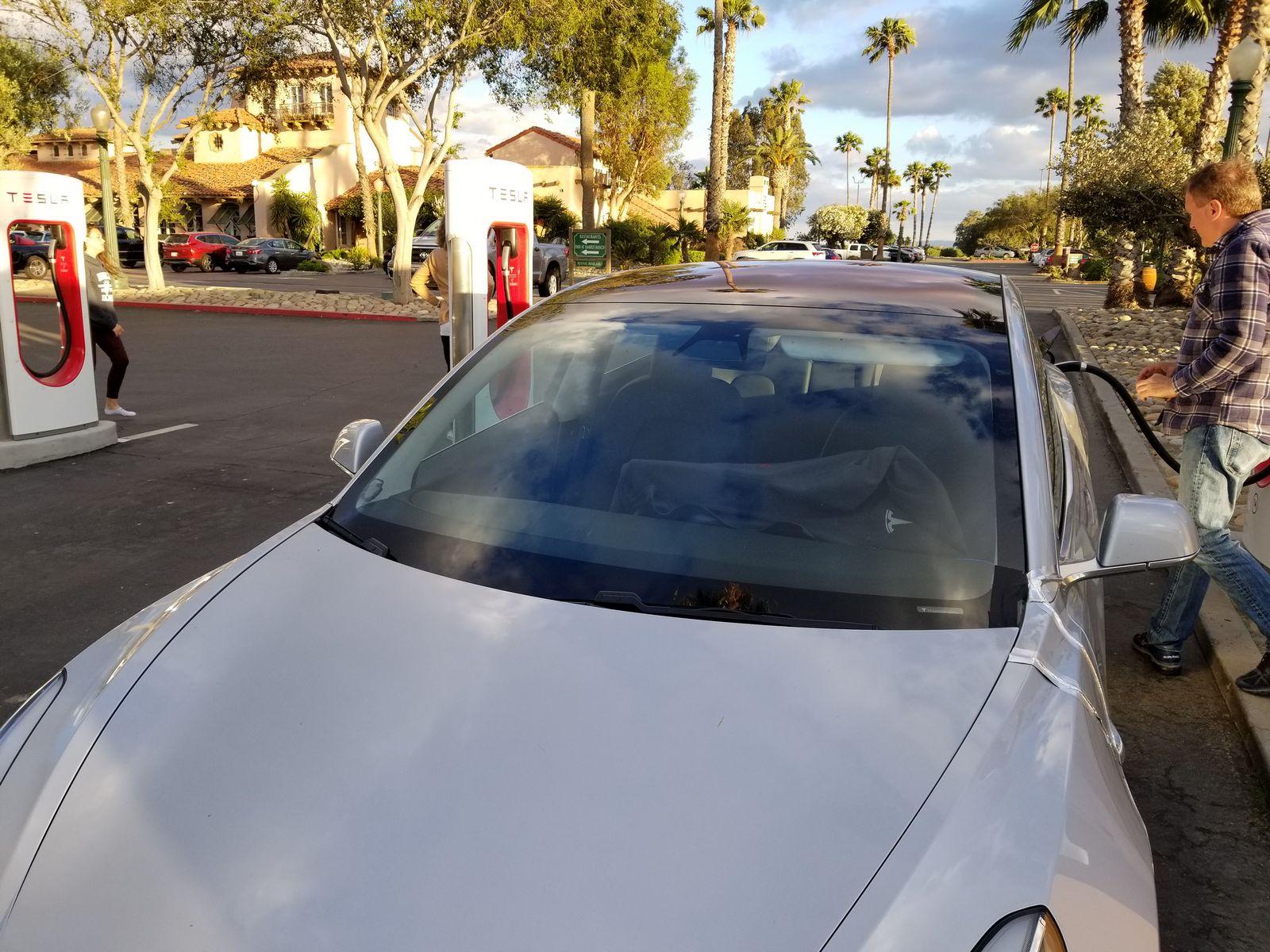 Tesla_Model_3_05