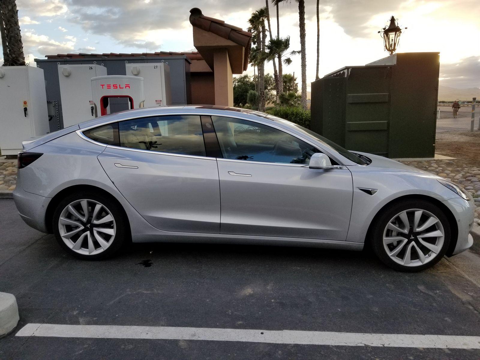 Tesla_Model_3_09