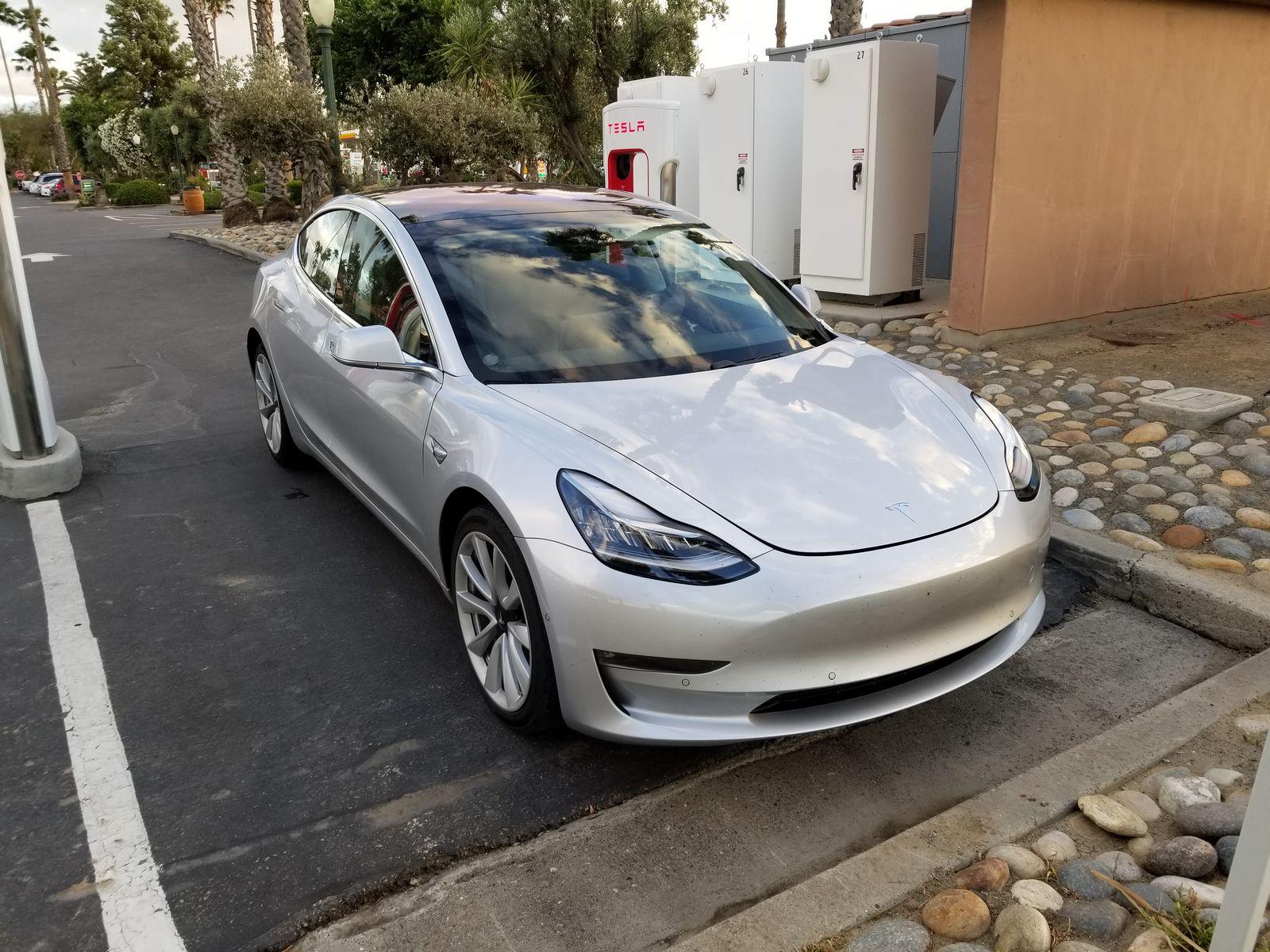 Tesla_Model_3_18