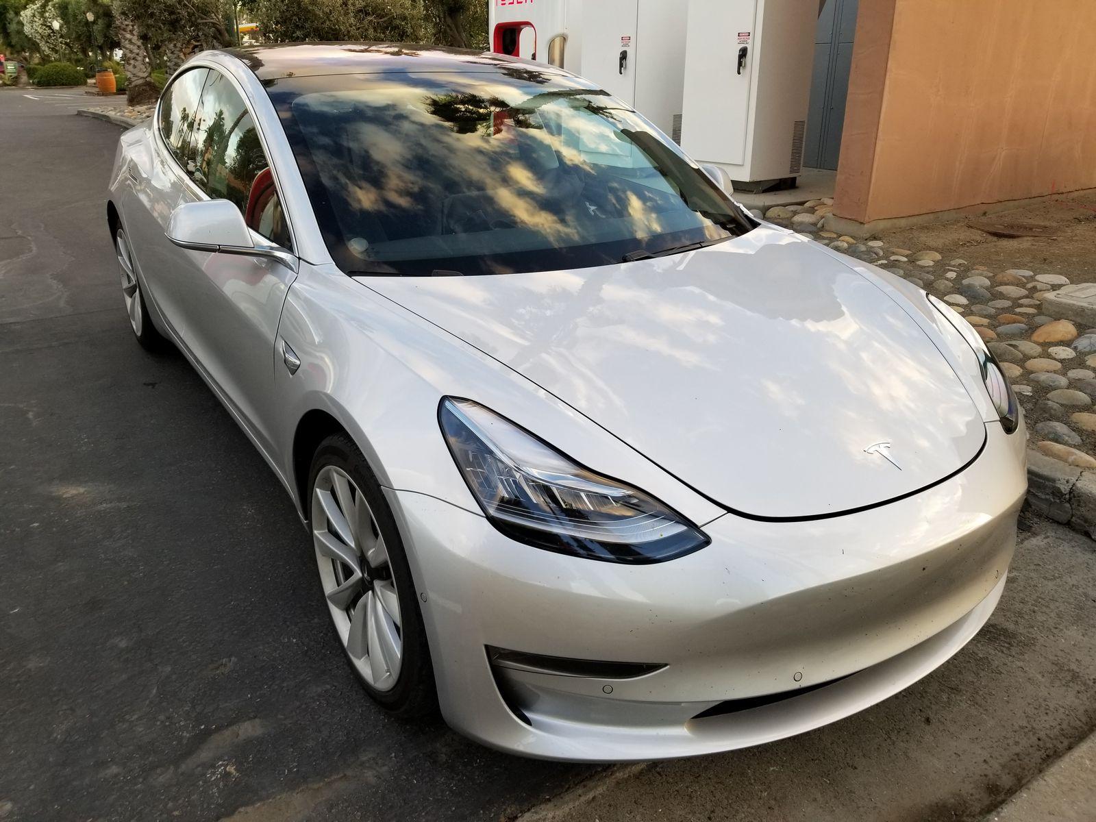Tesla_Model_3_31