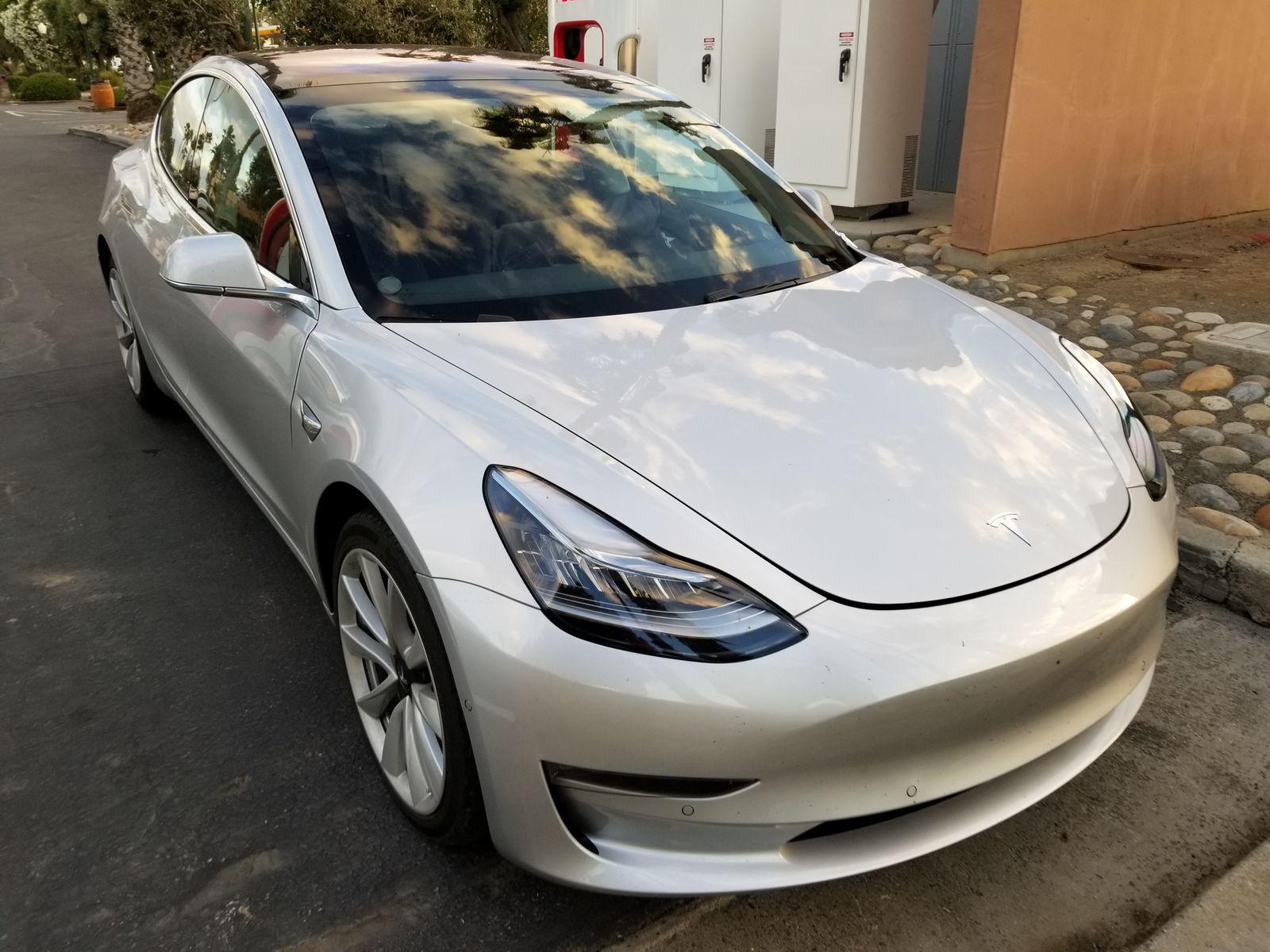 Tesla_Model_3_34