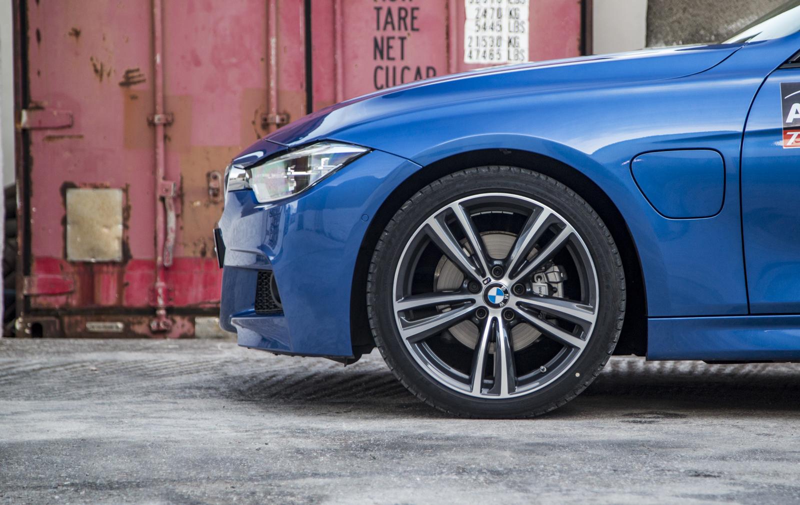 Test_Drive_BMW_330e_25