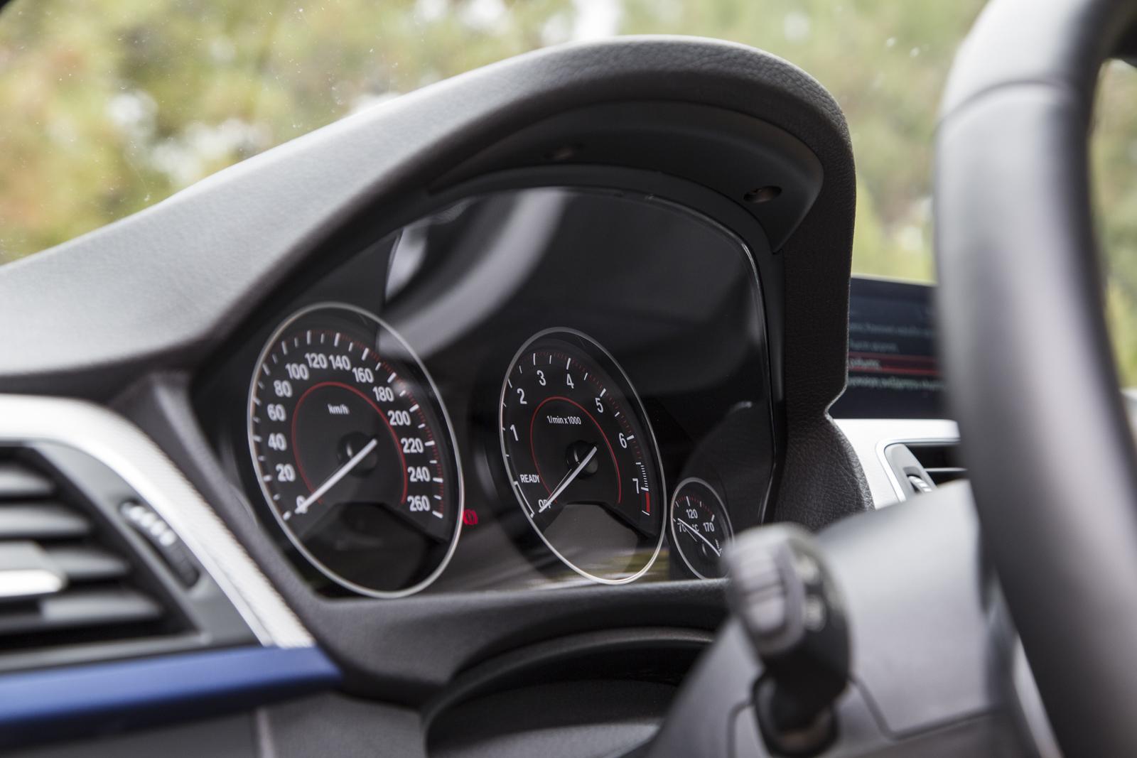 Test_Drive_BMW_330e_54