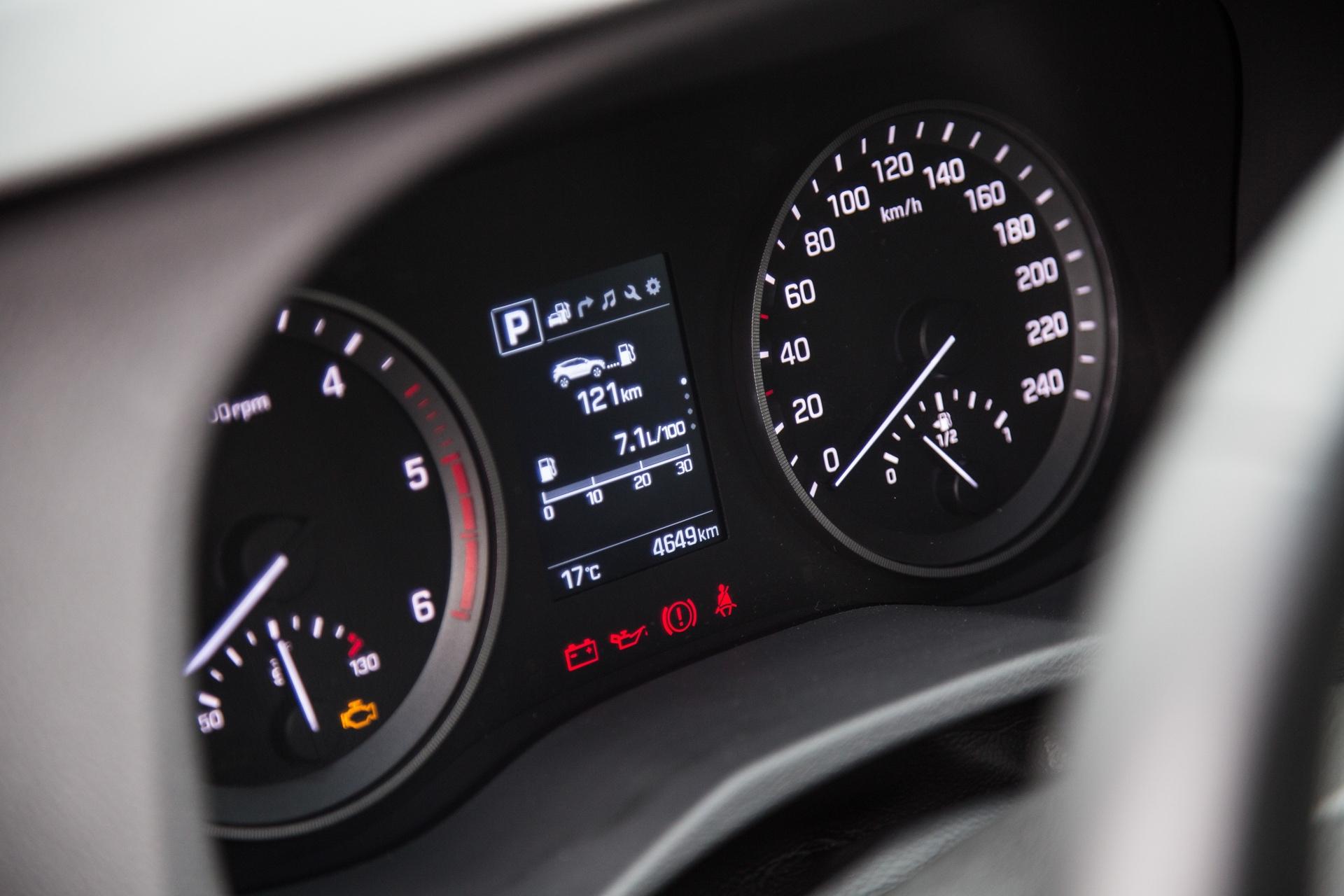 Test_Drive_Hyundai_Tucson_1.7_CRDi_Auto_40