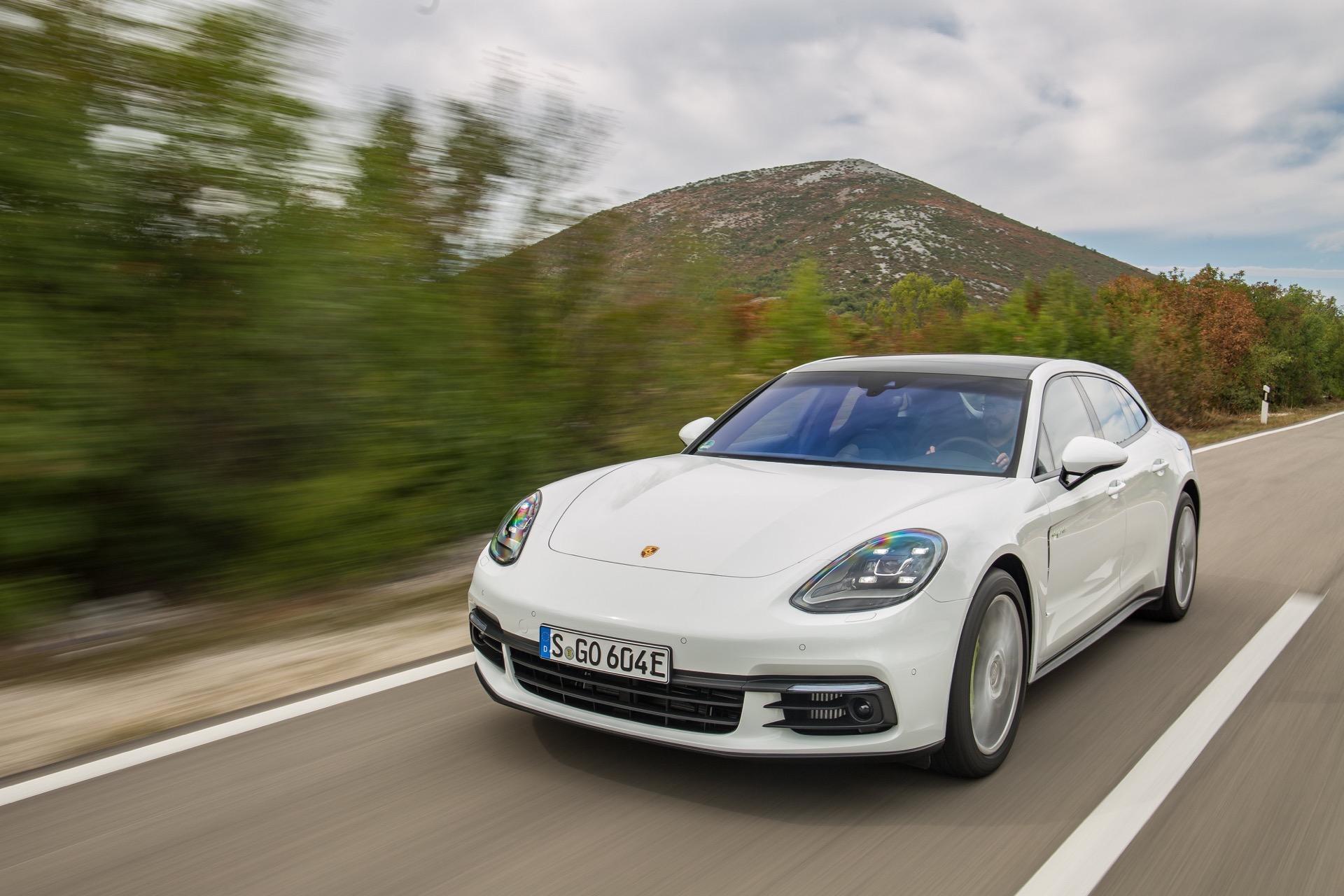 Porsche_Panamera_E-Hybrid_Sport_Turismo_27