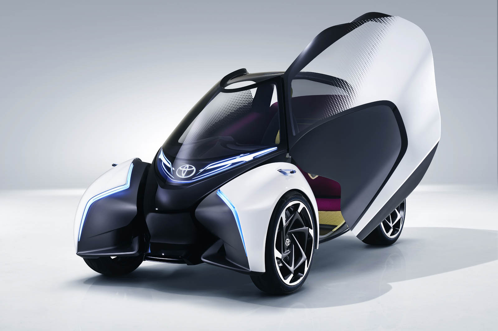 2017_Toyota_Concept_i-Tril_Static_01 copy