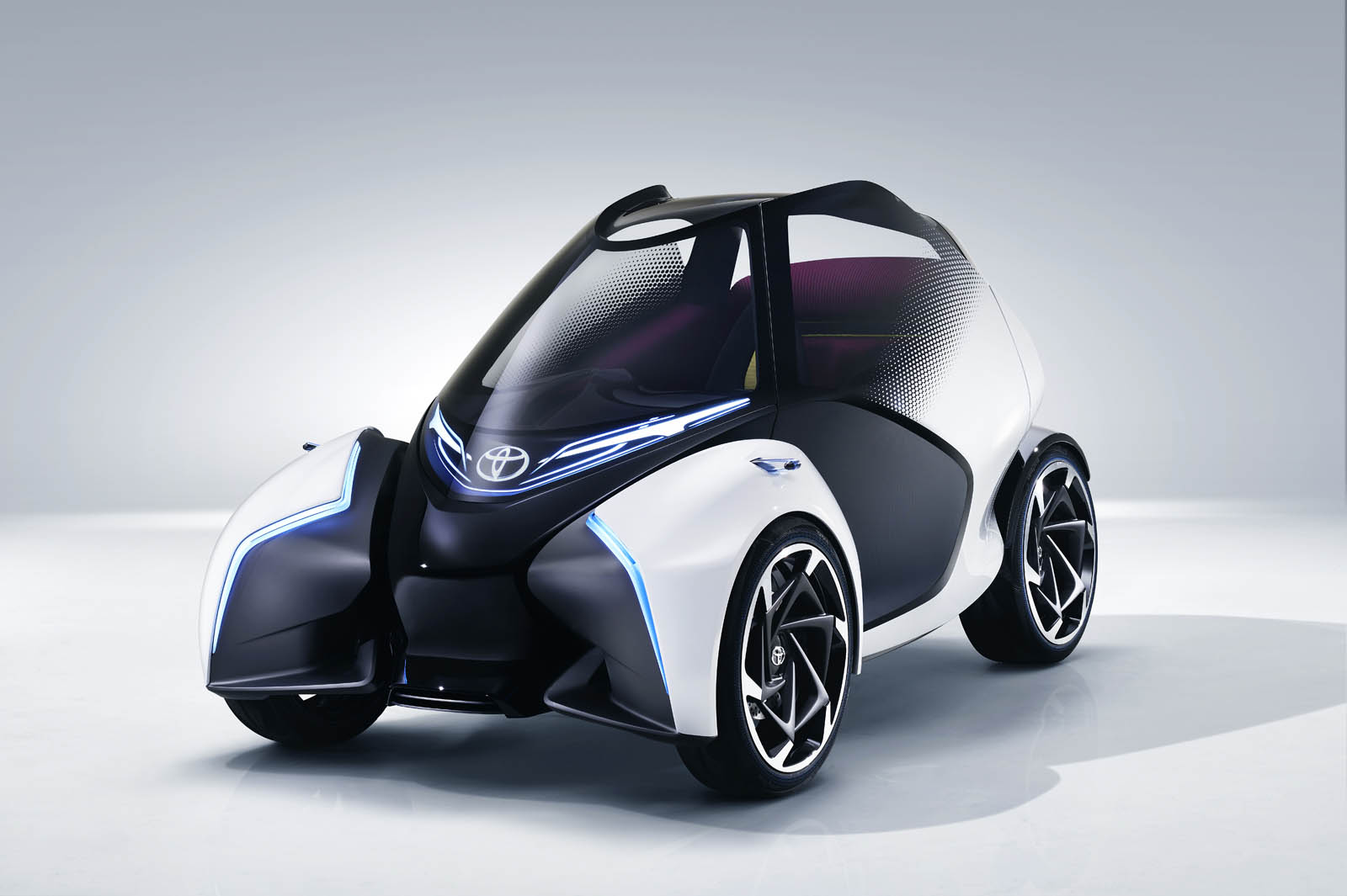 2017_Toyota_Concept_i-Tril_Static_02 copy