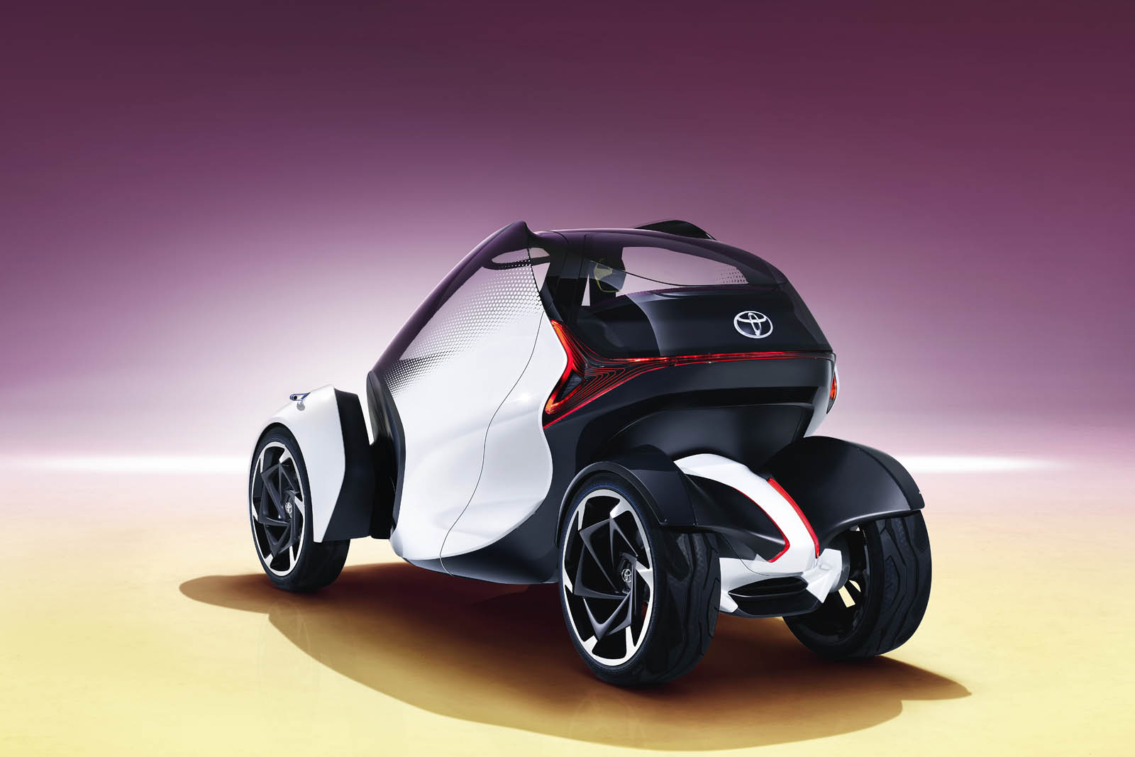 2017_Toyota_Concept_i-Tril_Static_05 copy