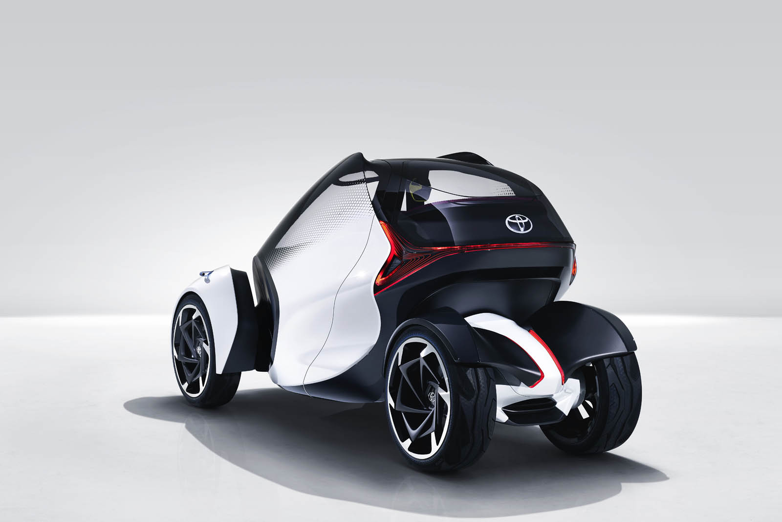 2017_Toyota_Concept_i-Tril_Static_07 copy