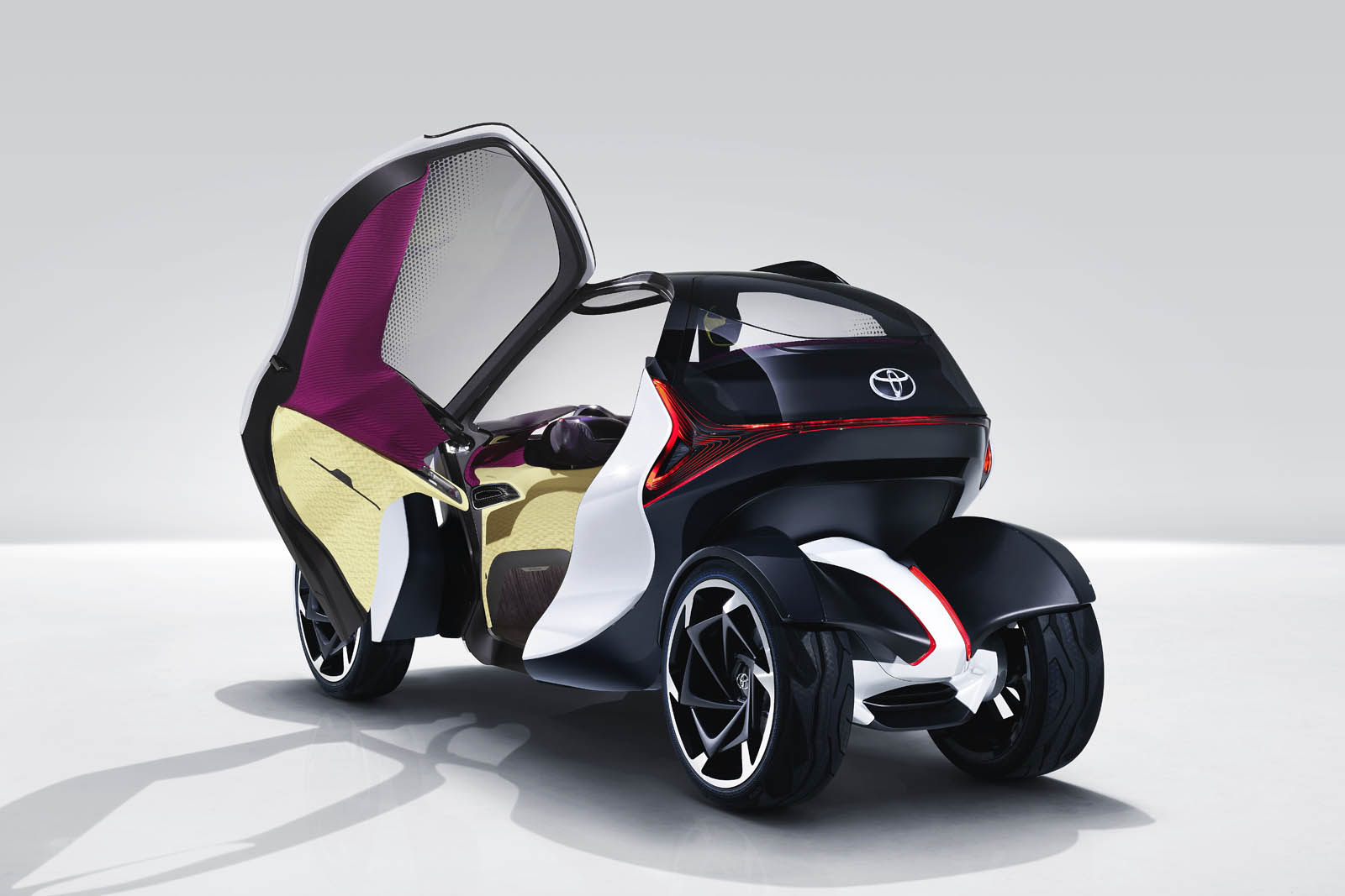 2017_Toyota_Concept_i-Tril_Static_08 copy