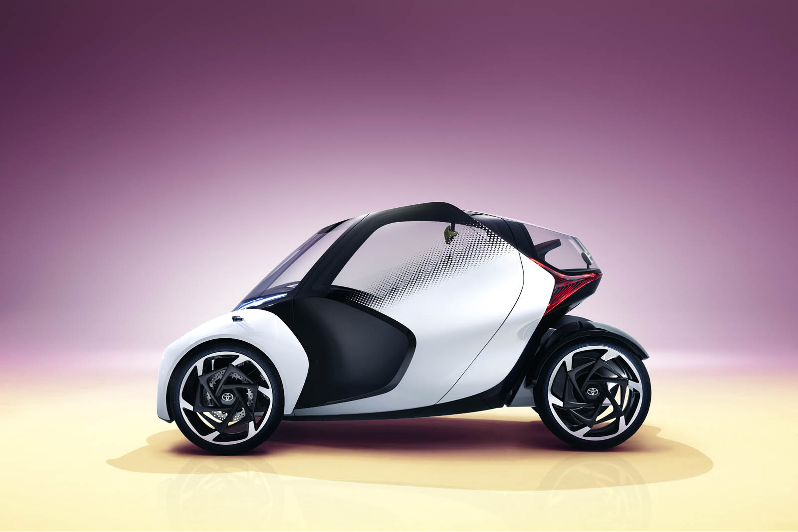 2017_Toyota_Concept_i-Tril_Static_10 copy