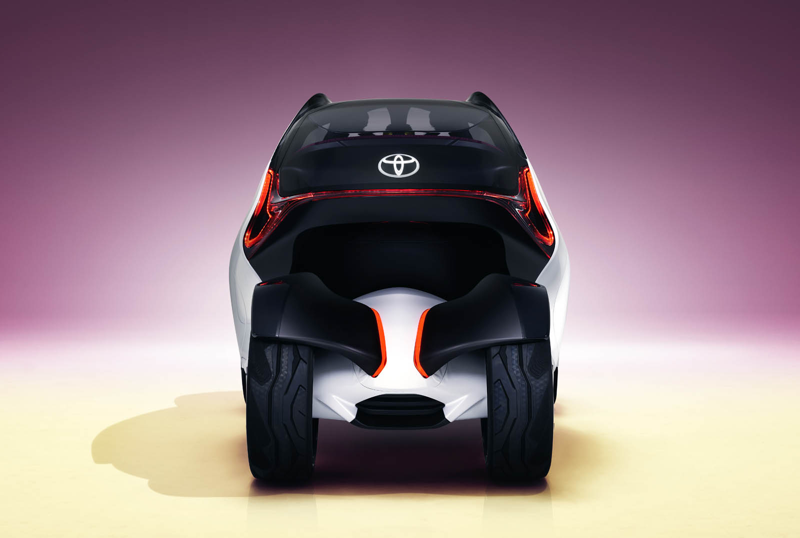 2017_Toyota_Concept_i-Tril_Static_11 copy