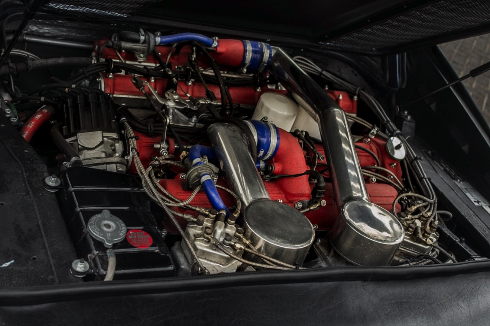 v12-engined-ferrari-308-gts 2