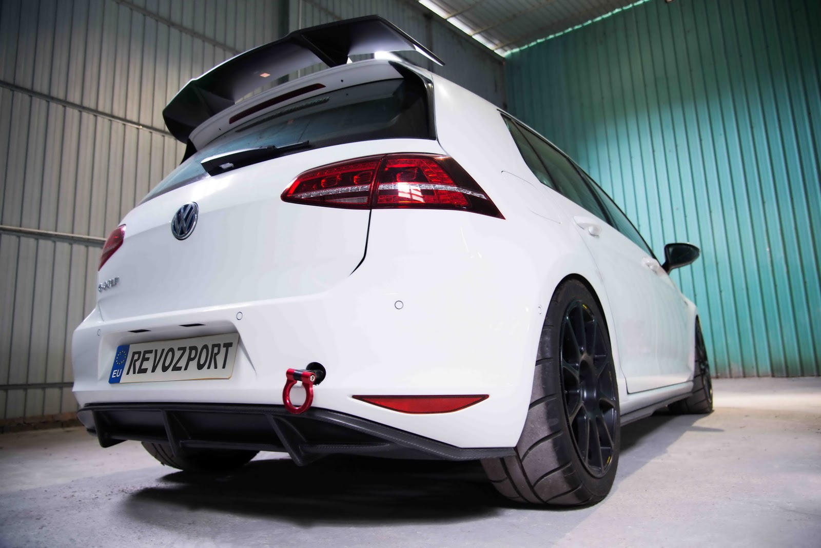 Volkswagen_e-Golf_Razor_7E_by_RevoZport_05