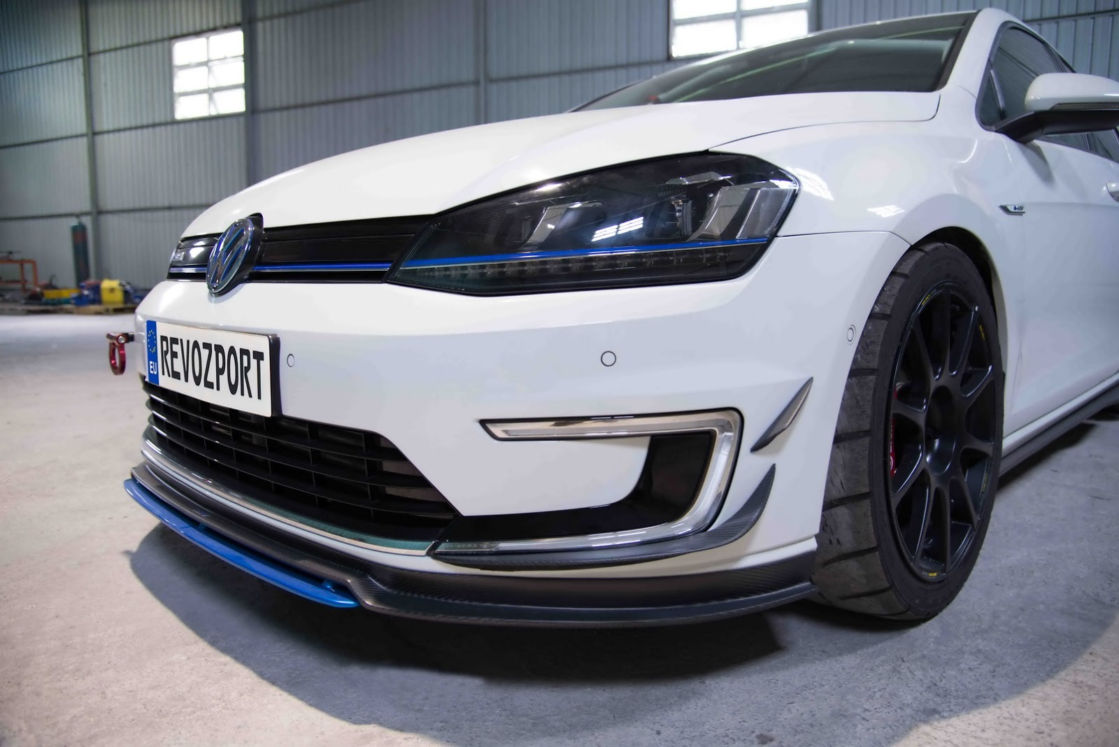 Volkswagen_e-Golf_Razor_7E_by_RevoZport_06