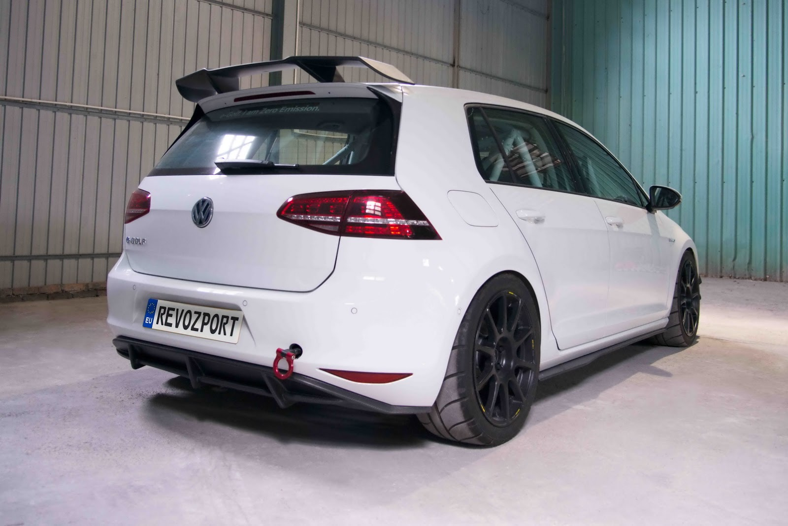 Volkswagen_e-Golf_Razor_7E_by_RevoZport_08