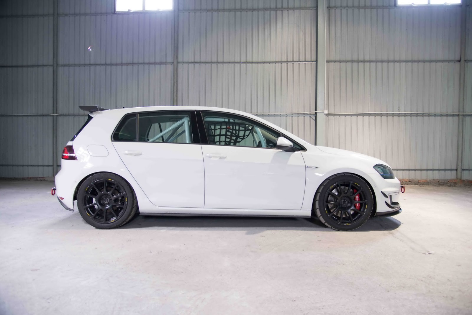 Volkswagen_e-Golf_Razor_7E_by_RevoZport_09
