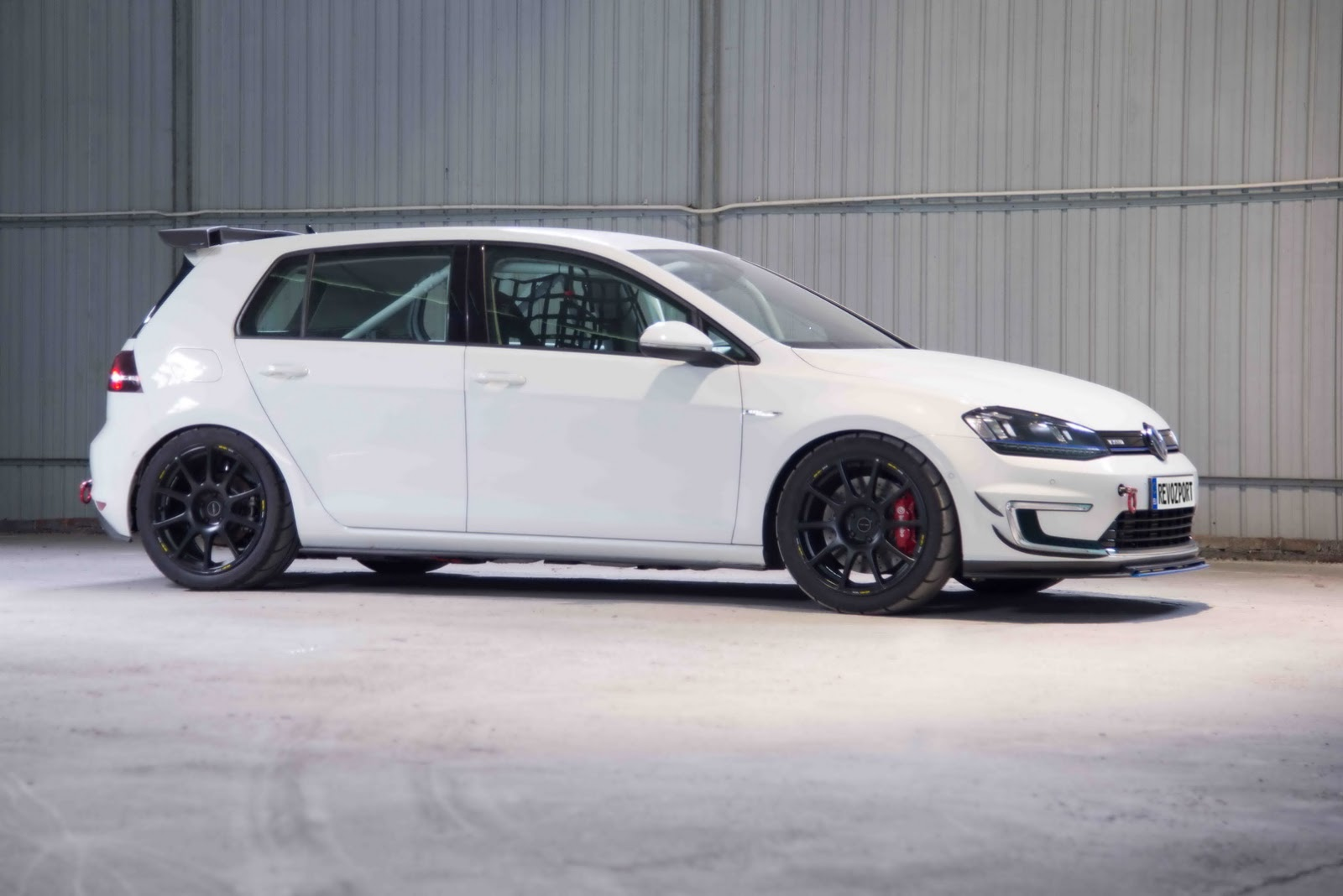Volkswagen_e-Golf_Razor_7E_by_RevoZport_13