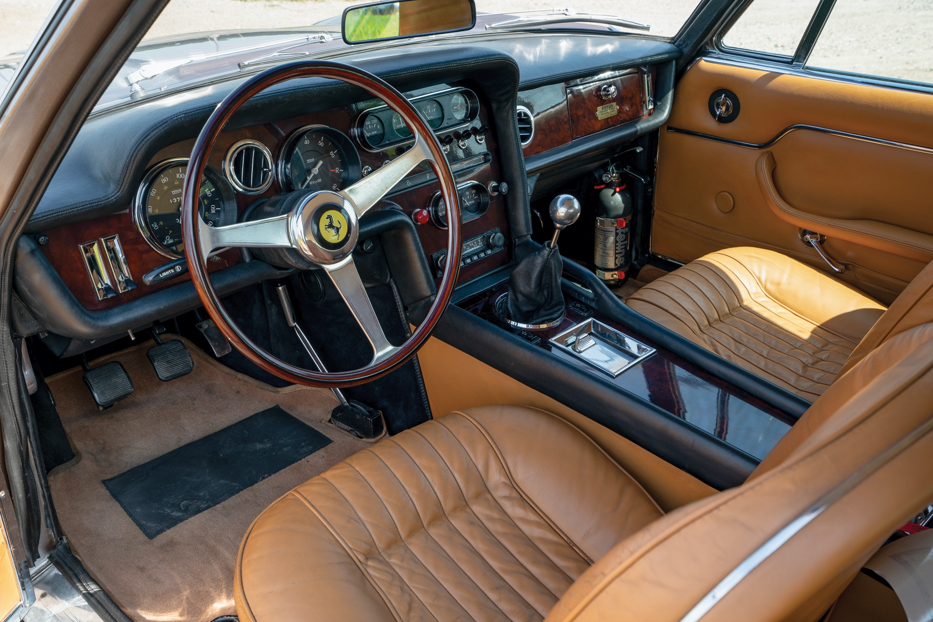 1965_Ferrari_330_GT_2+2_Shooting_Brake_by_Vignale_0002
