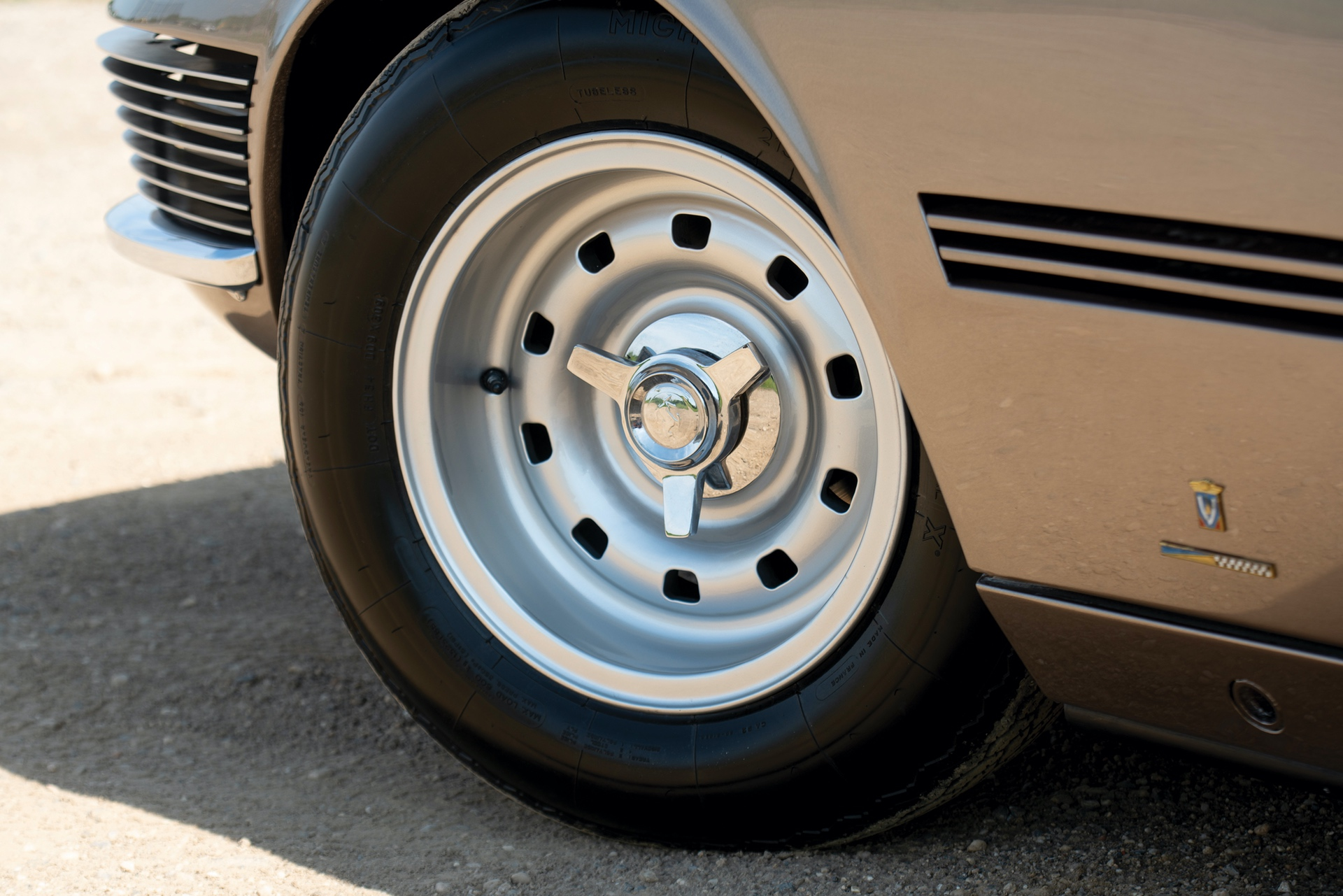 1965_Ferrari_330_GT_2+2_Shooting_Brake_by_Vignale_0007