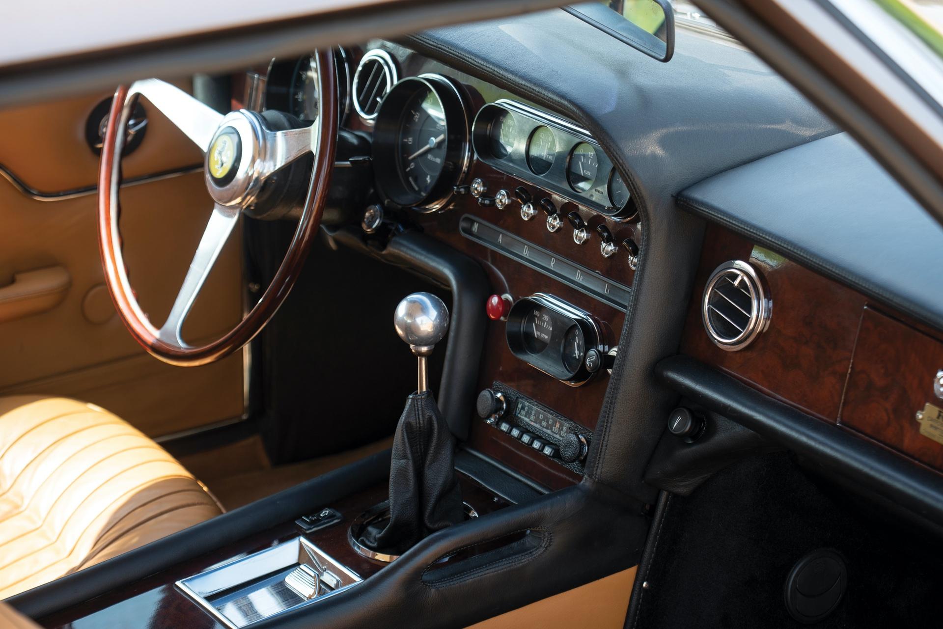 1965_Ferrari_330_GT_2+2_Shooting_Brake_by_Vignale_0014