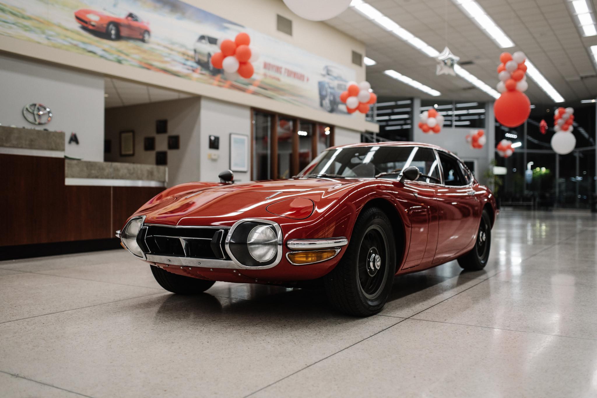 1967_Toyota_2000GT_0007