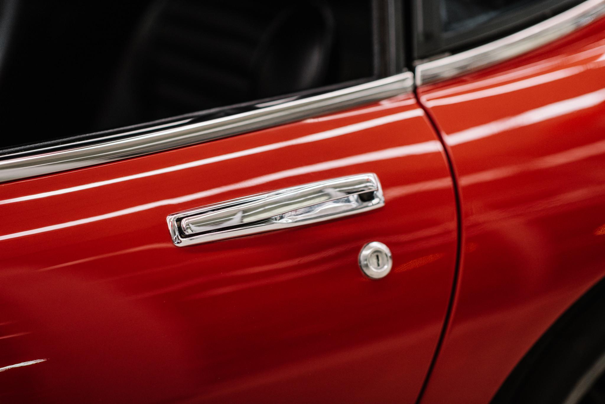 1967_Toyota_2000GT_0009